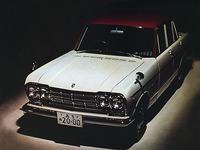 「プリンス・スカイライン2000GT」(1965年)。後に圧縮比を落とし、シングルキャブレターとした「GT-A」が登場したことから、既存の仕様は「GT-B」と呼ばれるようになった。