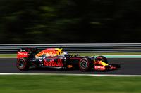 18歳のチームメイト、マックス・フェルスタッペンにお株を奪われがちだったレッドブルのダニエル・リカルド(写真)が、2年前に優勝した思い出の地、ハンガリーで3位表彰台を獲得した。レッドブルは「孤高のメルセデス」に次ぐ第2勢力のトップランナーとなりつつある。(Photo=Red Bull Racing)