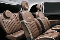 ソファーのような座り心地とアピールされる、ポルトローナ・フラウ社製のブラウンレザーシート。