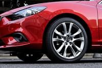 タイヤサイズはセダン、ワゴンともに「20S」が225/55R17、その他のグレードが225/45R19。「25S」と「XD」の Lパッケージには、高輝度塗装のアルミホイールが用意される。