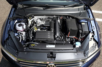 150psと25.5kgmを発生する1.4リッターガソリンターボエンジン。JC08モード燃費は20.4km/リッター。