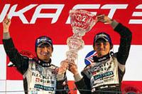 今回3位に入ったNo.30 MR-Sの佐々木孝太(左)と山野哲也が、GT300のタイトルホルダーに。トヨタはGT500、300両クラスのダブルタイトル獲得に成功した。