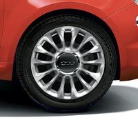 「フィアット500」にサンゴの赤をまとう特別限定車の画像