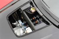 フロントのサスペンションはプッシュロッドを使った縦置きのインボードタイプで、ビルシュタイン製のダンパーが採用されている。優れたロードホールディング性能に加え、セッティングの自由度の高さも特徴とされる。