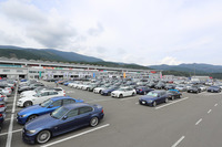 会場となった富士スピードウェイのパドックの様子。参加車両は総勢500台にのぼった。