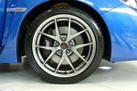 「STI Type S」に装備されるBBSの鍛造ホイール。ベースグレード「STI」の鋳造ホイールより、1本あたり1kgほど軽い。