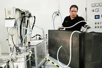 ランボルギーニはカーボンファイバーの造形や生産方法を研究する部署として、2010年に「アドバンスト・コンポジット・リサーチ・センター(ACRC)」をサンタガタ・ボロネーゼの本社内に開設した。