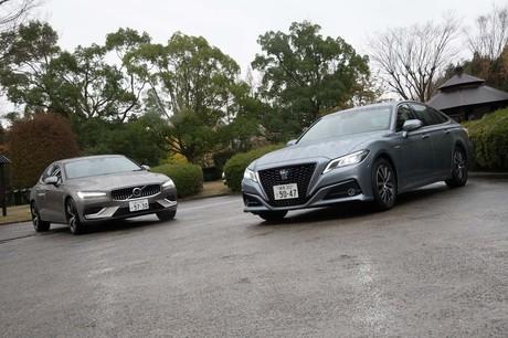 国産セダンユーザーの取り込みを狙う「ボルボS60」と、日本を代表するセダン「トヨタ・クラウン」を比較試...