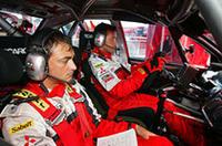ジジ・ガリ(写真奥)は、ジル・パニッツィと持ちまわりで10号車をドライブ。