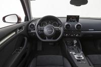 メーター類の表示を除けば、インテリアについては、ベース車の「A3スポーツバック」とほぼ共通となっている。