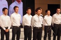 この日は、二輪・四輪の国内最高峰レースに参戦する選手が登壇。一人ずつ、2016年シーズンの抱負を述べた。写真手前は、最後にコメントした伊沢拓也。