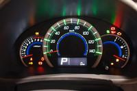 メーターのアップ。燃費によい走り方をすると、速度計の目盛りの色が青から緑に変わる。