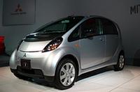 車内環境を改善するシート生地、三菱が「i(アイ)」に採用の画像