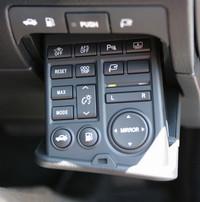 GSのスイッチコンソールは格納されており、ボタンを押すと出てくる仕組み。