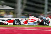 トヨタの開幕戦はやや期待はずれ。クリスチアーノ・ダ・マッタ(写真)は13番手グリッドから12位完走。そして予選2回目をスタートできずに18番手グリッドからレースを戦ったオリヴィエ・パニスは13位でチェッカードフラッグを受けた。新テクニカルディレクター、マイク・ガスコインの効果は、まだまだ先か?(写真=トヨタ自動車)
