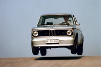 「BMW2002ターボ」(1973年)。2リッター直4ターボエンジンは170ps、24.5kgmを発生。最高速は211km/hで、0-100km/h加速は7.0秒だった。(写真=BMW)