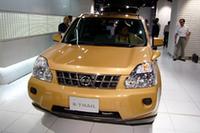 新型「日産エクストレイル」が、ひとつきで1万台を受注