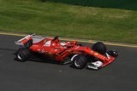 昨季フェラーリは、未勝利でコンストラクターズランキング3位という屈辱的な結果に甘んじた。その苦い経験をバネに開発された今季型「SF70H」は冬のテストから速さを見せ、オーストラリアに入ってもベッテル(写真)が王者メルセデスに次ぐ2番グリッドを獲得。決勝ではポールシッターのルイス・ハミルトンをオーバーカットすることに成功し、見事開幕戦で勝利した。(Photo=Ferrari)