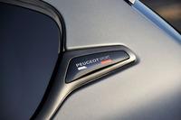 「GTi by PEUGEOT SPORT」は、プジョーのモータースポーツ部門である「プジョースポール」がチューニングを手がけた、GTiのさらなる高性能モデルである。