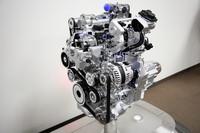 新開発3気筒直噴スーパーチャージャーエンジン。
