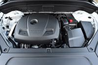 日本に導入されるパワーユニットは過給機付きガソリンエンジンの「T5」と「T6」、そして「T6」のエンジンにモーターを組み合わせたプラグインハイブリッドの「T8」の3種類。ガソリンエンジンはいずれも2リッター直4となる。