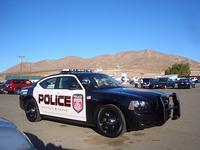 砂漠の青空、澄み切った空気の中、「チャージャーパトカー」の雄姿。試乗会にはパトカーも用意されていたのだ。