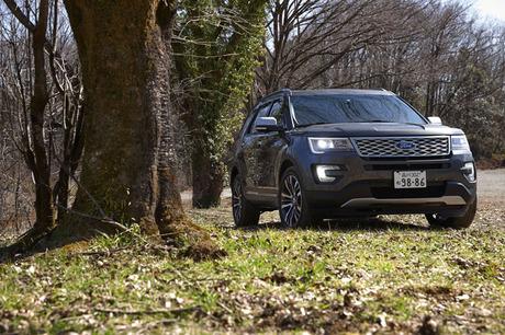 「フォード・エクスプローラー」の最上級モデル「エクスプローラー タイタニアム」に試乗。高効率をうたう...