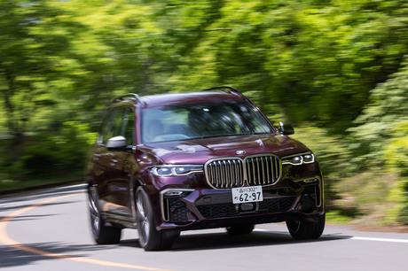 """巨大な""""キドニーグリル""""と圧倒的なボディーサイズが特徴の「BMW X7」。ハイパフォーマンスとラグジュアリ..."""